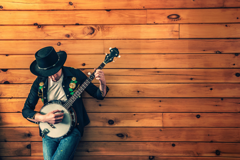 Country kille med gitarr